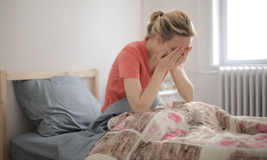 As festas de fim de ano durante a pandemia podem servir de gatilho para emoções como angústia, estresse, desânimo e depressão.