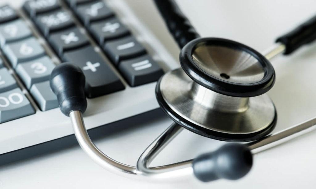 """É importante saber como declarar o plano de saúde no Imposto de Renda para evitar problemas com a """"malha fina""""."""