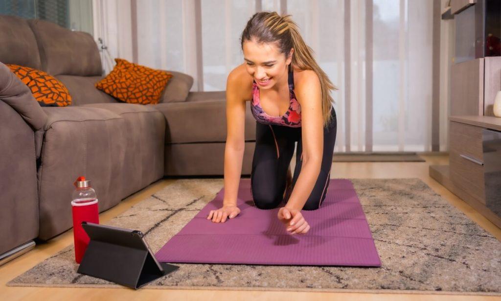 Uma das vantagens de utilizar os aplicativos do Gympass Wellness é que eles podem ser acessados de qualquer lugar, ajudando a manter a rotina saudável de qualquer lugar.