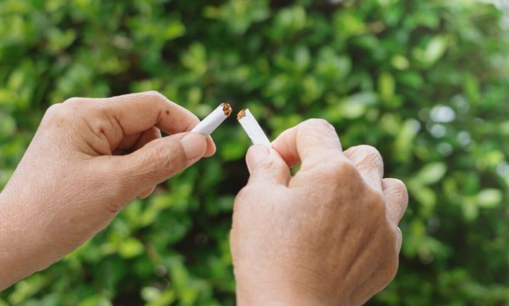 Entre os aplicativos do Gympass, há opções para ajudar pessoas com doenças crônicas a melhorarem sua saúde e também para ajudar pessoas que querem adquirir hábitos saudáveis e largar o cigarro