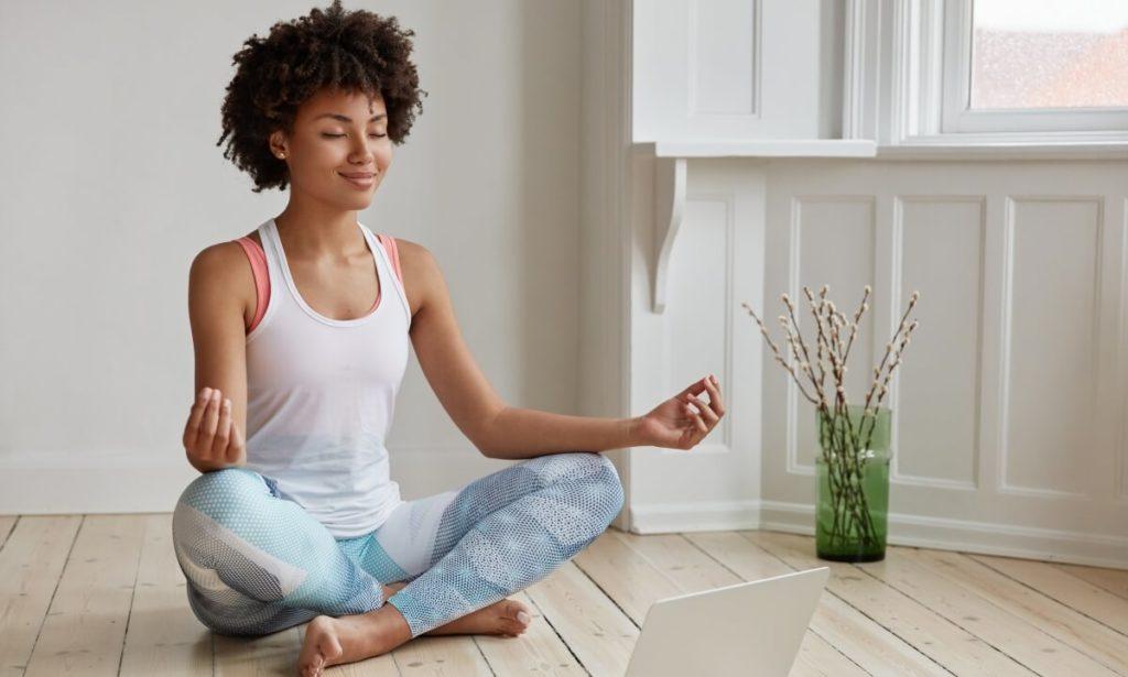 Há diversas opções de aplicativos do Gympass para quem deseja cuidar da mente e equilibrar as emoções